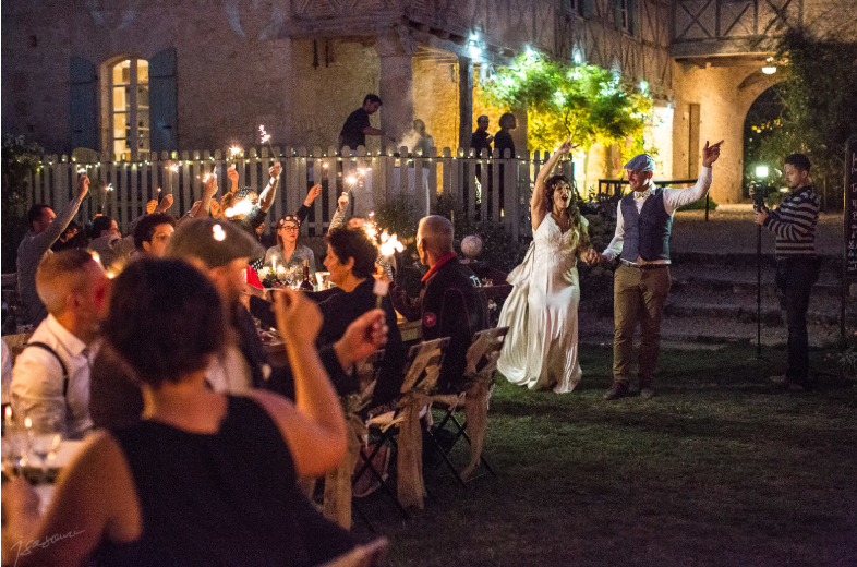 Al fresco wedding diner - Château de Puissentut - wedding photographer in gers - Isabelle Bazin - Isasouri Photo